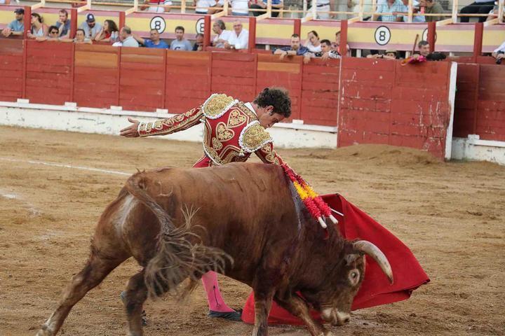 Víctor Hernández repite puerta grande en Sigüenza