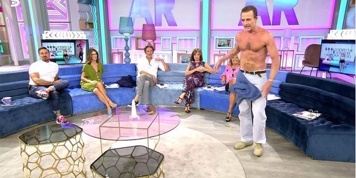 "DIEZ MINUTOS Alessandro Lequio se ""mediodespelota"" ante la atónita mirada de Ana Rosa Quintana"