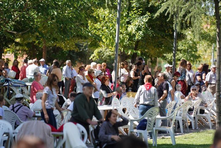 El parque de La Constitución de Azuqueca acoge la primera Paella Popular a beneficio de Cruz Roja