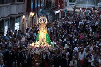 Miles de personas llenan las calles de Guadalajara con su patrona y Alcaldesa Perpetua la Virgen de la Antigua durante la procesión de su imagen