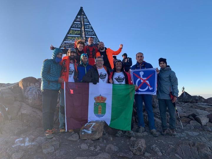 Un cabanillero integra una expedición al desierto de Marruecos, acompañando a personas con diversidad funcional