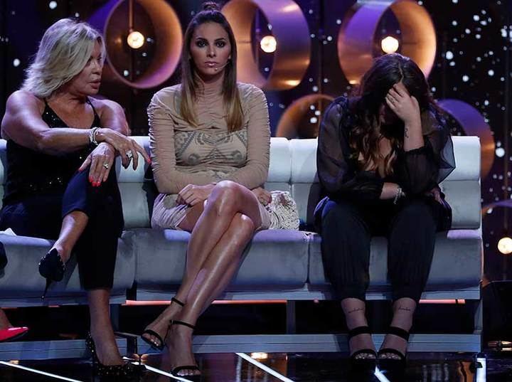 ¡HOLA! Rocío Flores rompe a llorar en plató al ver a su padre 'contra las cuerdas' en 'GH VIP'