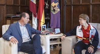 Alberto Rojo desea éxitos a Marta Martínez en los INAS Global Games del próximo octubre