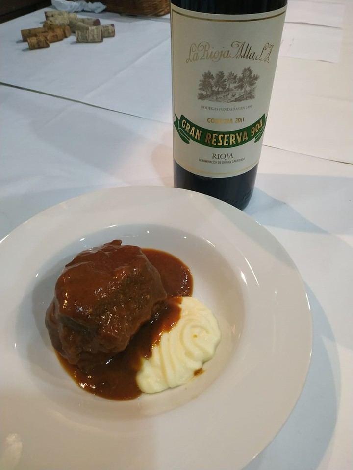 """30 privilegiados pudieron degustar en el restaurante """"El Fogón del Vallejo de Alovera"""" lo mejor de la Rioja Alta, incluyendo el prestigioso 904"""