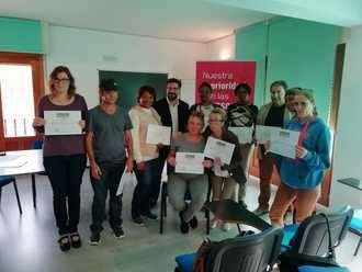 Los participantes del Programa de Acompañamiento Laboral de Accem en Azuqueca de Henares reciben sus diplomas