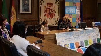"""Alovera tiene """"nueva alcaldesa"""" infantil tras el pleno y los actos con motivo del Día de la Infancia"""