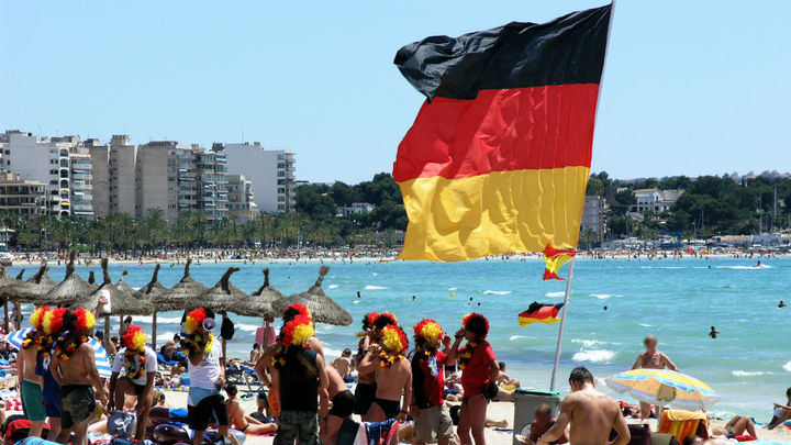 NUEVO GOLPE AL TURISMO ESPAÑOL : Alemania veta a España pero levanta el 15 de junio las alertas sobre los viajes a los 29 países de la UE