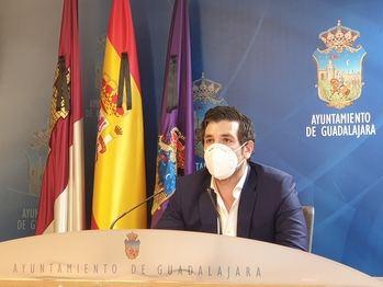 """El PP denuncia que la """"nefasta política económica"""" de Rojo restará casi 900.000 euros a la lucha contra la crisis del Covid-19 en Guadalajara"""