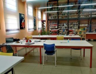 La biblioteca de Alovera amplía horarios de sus mostradores y sala de estudios