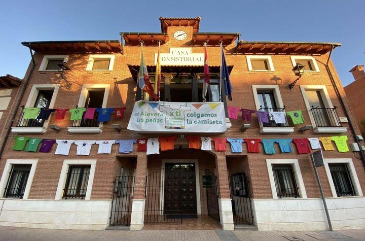 Las peñas junto al Ayuntamientos simbolizan en Alovera el parón responsable de este año