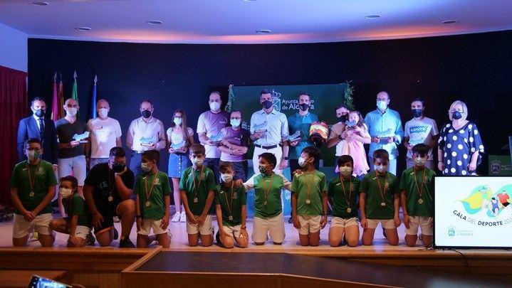 Alovera reconoció a sus deportistas locales junto a figuras como Perico Delgado y el actor de campeones Roberto Chinchilla en la Gala del Deporte