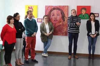 Alumnado del CEIP La Paloma presenta la exposición de pintura 'Diálogo entre héroas'
