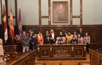Un grupo de alumnos del CEE Virgen del Amparo visitan el Palacio Provincial de Guadalajara