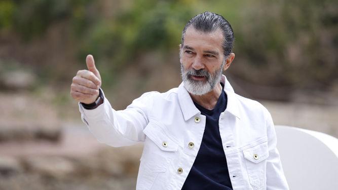 Antonio Banderas celebra su 60 cumpleaños y anuncia...que tiene coronavirus