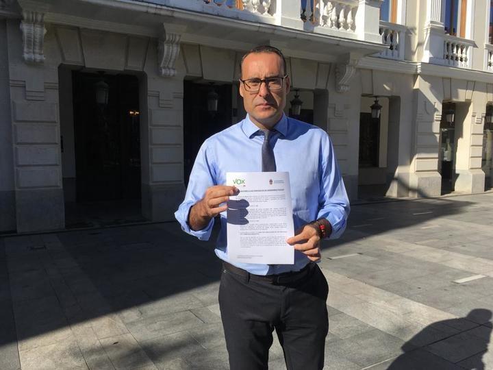 """De Miguel en Guadalajara : """"Vox no apoyará unos presupuestos que no reducen impuestos y reavivan odios ya apagados"""""""