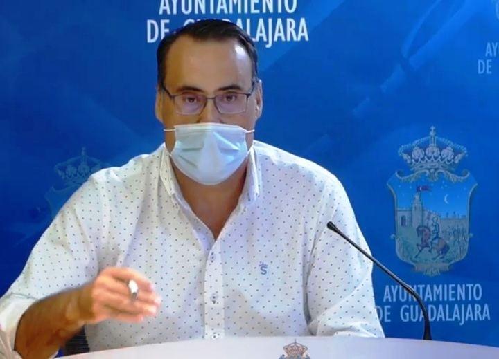 Vox dice que 'PSOE y Ciudadanos PIERDEN MUCHO TIEMPO y energía discutiendo asuntos menores en reuniones estériles' en el Ayuntamieto de Guadalajara