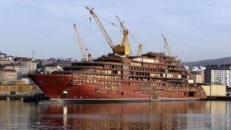 Un inspector pilla en un astillero gallego a 20 trabajadores del turno de noche durmiendo, viendo una película en el móvil o... pescando