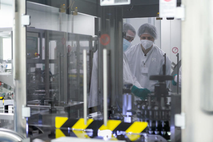 La vacuna AZD1222 desarrollada por AstraZeneca y la Universidad de Oxford se fabricará en AZUQUECA DE HENARES