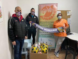 El Atlético Guadalajara dona medio centenar de balones a distintas asociaciones