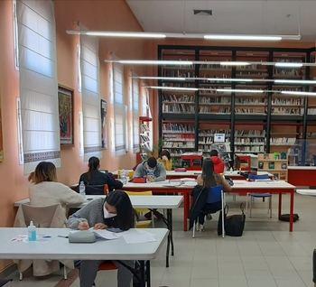 Alovera amplía la apertura de la biblioteca a todos los días de la semana