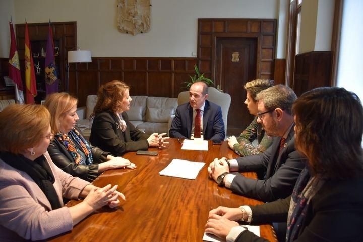 El Ayuntamiento de Guadalajara incorporará a tres trabajadoras más al área de Bienestar Social para combatir las listas de espera