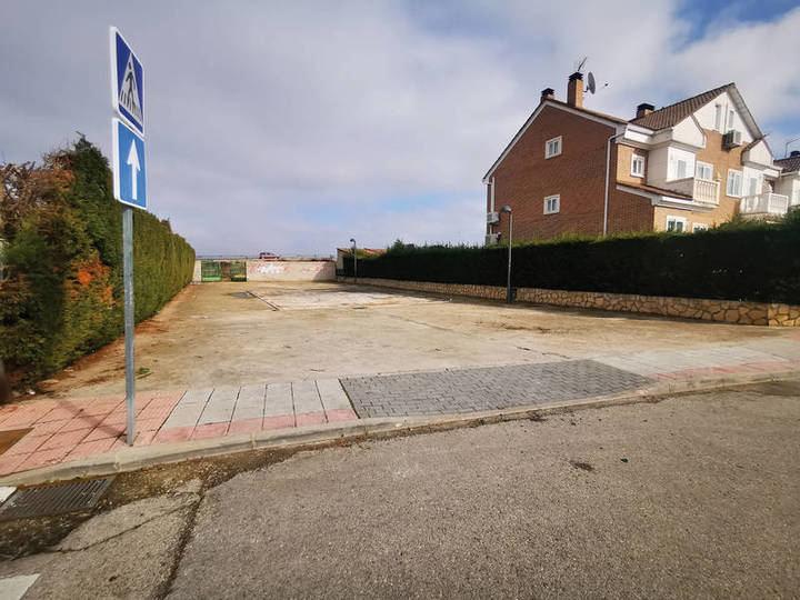 El Ayuntamiento de Azuqueca genera nuevas plazas de aparcamiento en Vallehermoso