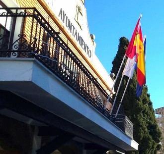 """""""Los proyectos 'faraónicos' del alcalde le costarán más de 10 años de hipoteca a los vecinos de Azuqueca"""""""