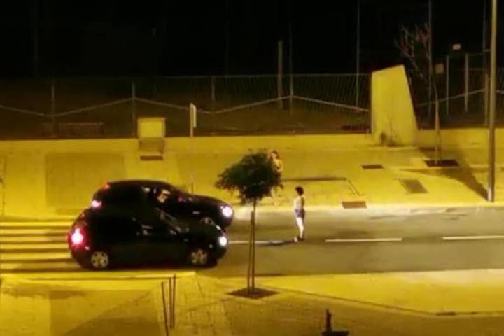 Una escena del vídeo de carreras de coches ilegales en Azuqueca