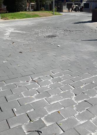 El PP de Azuqueca denuncia el mal estado de la calzada de la plaza General Vives y exige soluciones al Gobierno municipal
