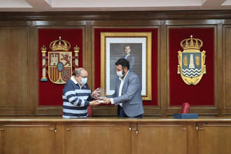 El Ayuntamiento de Azuqueca rinde homenaje a Rafael Murillo, jefe de la Agrupación Local de Protección Civil