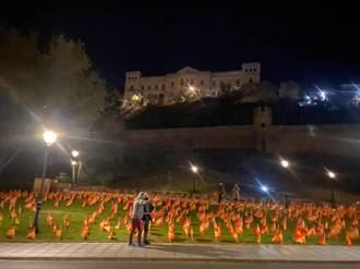 El Ayuntamiento socialista de Toledo retira miles de banderas de España colocadas en homenaje a las víctimas del coronavirus
