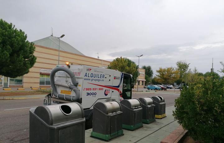 Villanueva de la Torre intensifica su limpieza viaria y de zonas verdes con el inicio de prestación del servicio por parte de la nueva empresa concesionaria