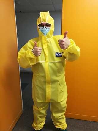 SIGUE LA CAMPAÑA SOLIDARIA : El Hospital Universitario recibe un nuevo pedido de trajes de protección donados por BNI Guadalajara