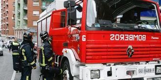 Los bomberos dan por extinguido el incendio en una nave de neumáticos de Chiloeches