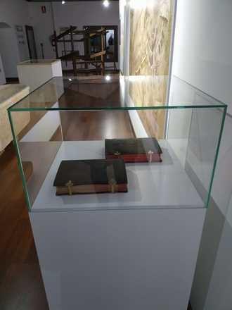 El Museo de Historia de Brihuega expone ya los dos breviarios del siglo XIX y un cuadro del XVII cedidos por las Bernardas de Santa Ana