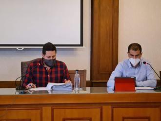 Pleno histórico en Brihuega, con la aprobación de unos presupuestos llenos de inversiones estratégicas y la adjudicación del contrato para la conversión de la Real Fábrica en hospedería