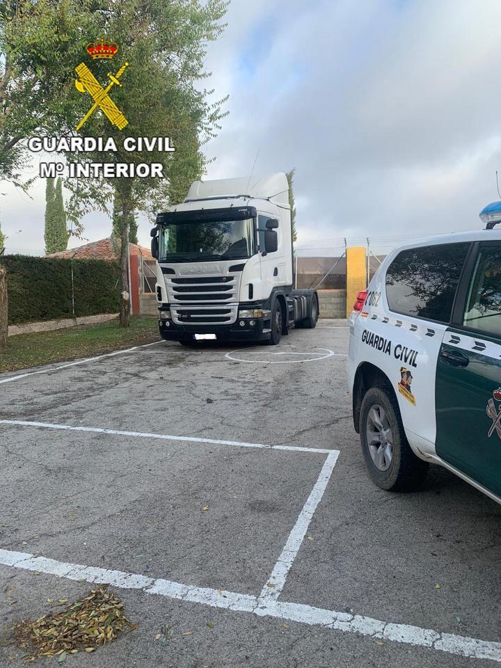 La Guardia Civil de Guadalajara detiene en la autovía del Nordeste a tres personas por el robo de un camión en la provincia de Burgos