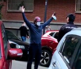 Masivas protestas este lunes contra el Gobierno en la calle Nuñez Balboa de Madrid :