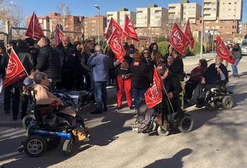 Nueva concentración de los trabajadores del Centro de Atención a Personas con Discapacidad Física (CAMF) de Guadalajara