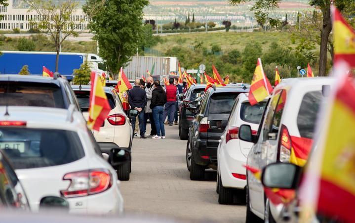 Cientos de guadalajareños en una caravana de vehículos recorre Guadalajara, este 1 de mayo, para pedir una ALTERNATIVA que DEFIENDA a los trabajadores