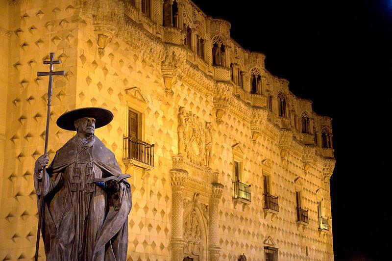 El Cardenal Mendoza y su impulso a la ciudad, detalle monumental de octubre