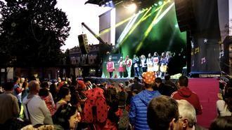 Cientos de aloveranos participaron en espectáculo musical que animó el Gran Concurso de Carnaval