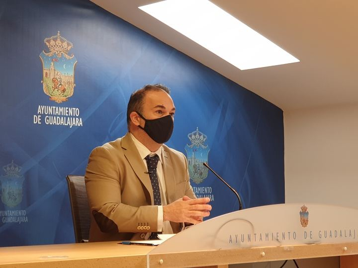 El PP lamenta que comience el verano sin que Alberto Rojo haya adjudicado la operación asfalto del Ayuntamiento de Guadalajara