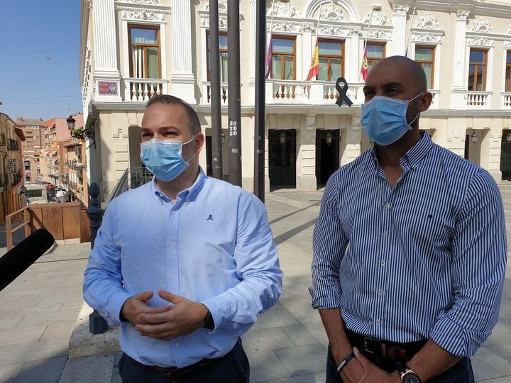 """Lamentan que el alcalde socialista Alberto Rojo """"vuelva a mentir y a engañar a los autónomos y empresas de la ciudad con sus anuncios de humo"""", puesto que """"prometió que las ayudas estarían aprobadas hoy mismo"""""""