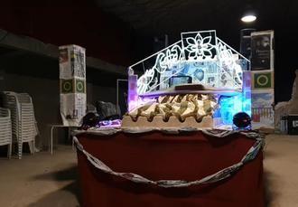 Llega la reciclada carroza de los Reyes Magos de Alcocer creada con materiales de la basura de los hogares