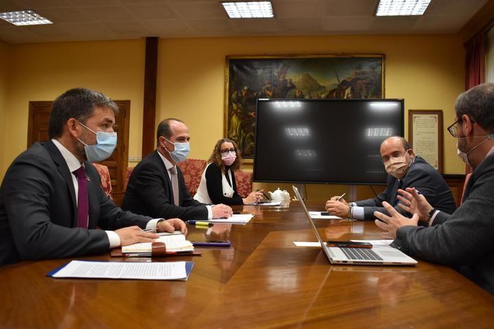 El Ayuntamiento de Guadalajara y Junta trabajarán codo a codo por la recuperación del casco histórico de la ciudad