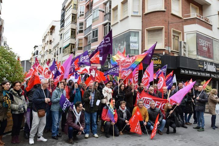 """CCOO y UGT se movilizan en Guadalajara contra los despidos """"por estar enfermo"""""""