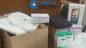 Los empresarios de Guadalajara donan 40.000 guantes, 4.000 mascarillas y 500 litros gel