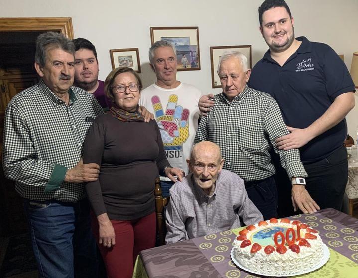 Todo el cariño de Sacedón para don Jesús Alcantarilla Toro, que cumplió cien años el pasado sábado