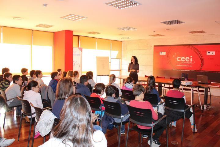 """Cerca de 100 alumnos del Colegio """"La Muñeca"""" se forman en materia de Emprendimiento e Innovación de la mano de CEEI Guadalajara"""